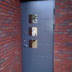 Sarvuotos lauko durys